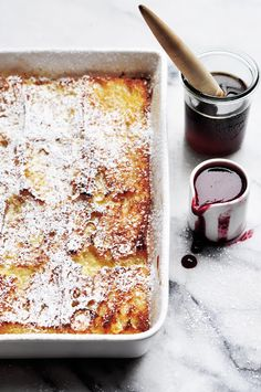 """ Pain Perdu "" : baked baguette french toast with blackberry sauce Delicious Breakfast Recipes, Brunch Recipes, Yummy Food, Brunch Ideas, Brunch Food, Yummy Recipes, Recipies, Dinner Recipes, Baked French Toast Casserole"