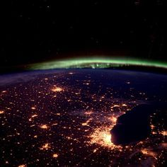 Astronaut captures photo of chicago aurora borealis from space 100515
