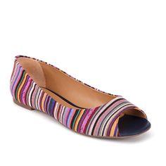 Sapatilha peep toe de couro ecológico e tecido.