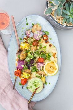 Grilled Veggies with Yogurt Sauce. Grilled Veggies with Cilantro Yogurt Sauce & Grilled Pita Vegetarian Grilling, Vegetarian Recipes, Healthy Recipes, Healthy Grilling, Healthy Food, Yummy Food, Grilled Steak Recipes, Grilled Vegetables, Grilled Pizza