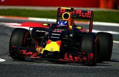 FOTO'S Eerste meters Verstappen in Red Bull-bolide Red Bull Racing, Racing Team, Auto Racing, Red Bull Images, F1 Drivers, Super Bikes, F 1, One Team, Formula One