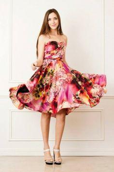 Los vestidos floreados son una tendencia para este 2014. Encuentra más tendencias en http://www.1001consejos.com/tendencias-primavera-verano-2014/ #tendencias