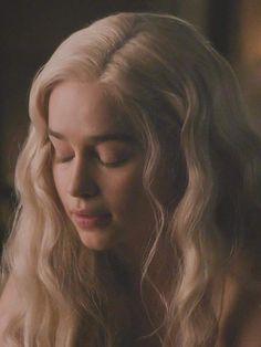 game of thrones daenerys targaryen Emilia Clarke Daenerys Targaryen, Game Of Throne Daenerys, Daenerys Targaryen Aesthetic, Daenerys Targaryen Art, Deanerys Targaryen, Emilia Clarke Hot, Emelia Clarke, Arte Game Of Thrones, Rock Poster
