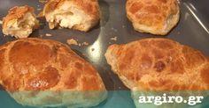 Τυροπιτάκια κουρού από την Αργυρώ Μπαρμπαρίγου | Μία εύκολη συνταγή με ζύμη φανταστική, για να τη φτιάχνετε σε κάθε περίσταση.