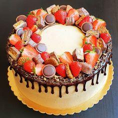 """Páči sa mi to: 9, komentáre: 1 – Božské sladké (@bozskesladke) na Instagrame: """"Čokoládovo-karamelová s jahodami a karamelovými dobrotami 🍫🍰🍓#bozskesladke #narodeninova #cokolada…"""" Birthday Cake, Desserts, Food, Tailgate Desserts, Birthday Cakes, Postres, Deserts, Essen, Dessert"""