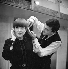 Trailblazers: Clothes designer Mary Quant, one of the leading lights of the Sixties British fashion scenes, having her hair cut by another fashion icon, hairdresser Vidal Sassoon with whom she led a fashion revolution Mary Quant, 1960s Hair, Bowl Cut, My Hairstyle, 1960s Fashion, British Fashion, Mod Fashion, Vintage Fashion, Glamour