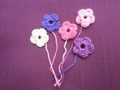 HaakZaken: Patroon gehaakt allersimpelst bloemetje Crochet Bows, Cute Crochet, Crochet Flowers, Patron Crochet, Fiber Art, Crochet Projects, Diy And Crafts, Crochet Necklace, Crochet Patterns