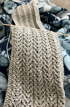 "Birch Trees Scarf – Free Pattern Sweet Siren – DROPS Moebius Schal in ""Alpaca"" und ""Vivaldi"". – Free pattern by DROPS Design Knitted Mouse Free Pattern Winzige Strickhandschuhe – Gratisanleitung – Stricken Handschuhe und Socken Knitting Terms, Knitting Stitches, Knitting Patterns Free, Knit Patterns, Knitting Projects, Free Pattern, Free Scarf Knitting Patterns, All Free Knitting, Finger Knitting"