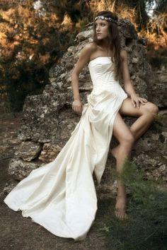 Draping corsed..estructurado jueho de formas drapeados One Shoulder Wedding Dress, Wedding Dresses, Fashion, Draping, Shapes, Style, Bride Dresses, Moda, Bridal Gowns