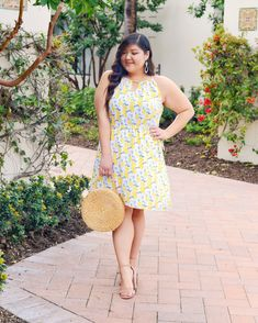 Styling the perfect lemon print halter dress for spring and summer! Dress is from Stitch Fix! Diva Fashion, Fashion Looks, Fashion Design, Look Plus, Lemon Print, Plus Size Beauty, Curvy Outfits, Curvy Fit, Classic Looks