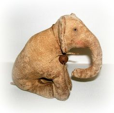 little sitting elephant by northfieldprimitives on Etsy, £30.00
