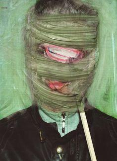 Vermibus, l'artiste qui détoure des affiches publicitaires.  En effet ce jeune artiste berlinois a recueilli des affiches publicitaires dans la rue dans 6 pays en Europe, pour ensuite les réutiliser comme base de travail dans son atelier. Après il transforme à l'aide de dissolvant et des brosses les affiches en œuvres d'art. Regardez les photos, c'est bluffant.