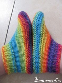 Tricot - (page - Les passions d'Emeraude Knitting Socks, Knitting Stitches, Baby Knitting, Knitting Patterns, Crochet Shoes, Knit Or Crochet, Cute Crochet, Loom Knitting Projects, Knitted Slippers