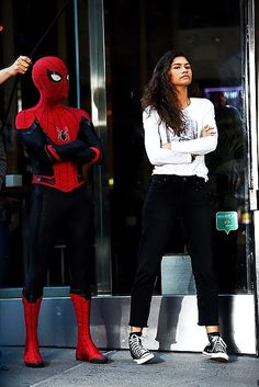 Marvel honestly has some of the best CGI in the industry, but Marvel pleaseeeeeee don't cover this suit in CGI like homecoming. Marvel Actors, Marvel Memes, Marvel Dc Comics, Marvel Avengers, Avengers Superheroes, Tom Holland Zendaya, Tom Holland Peter Parker, Marvel Cinematic Universe, Queen