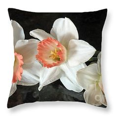 #pillow #flowers #Daffodils #colorful #floral #nature #photography #KayNovy #kkphoto1