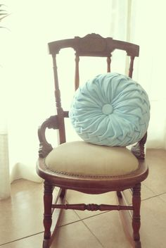 Smocked Round Pillow Fabric Tutorial - Instructions - PDF decorative pillow ebook - how to - pattern - DIY - Vintage style