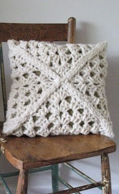 [Free Crochet Pattern] You'll Be Amazed To See How Simple Is To Make This Gorgeous Chunky Cushio