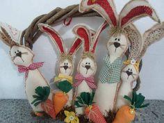 Guirlanda de cipo com familia de coelhos de tecido 40cm de diametro. R$ 85,00