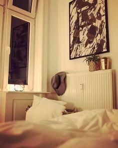 for Achja und für meinen Nachnamen  Es war ein langer Tag - Good Night Hamburg.  #art #bedtime #bynight #decor #decoration #details #f #fear #feel #fight #fwords #germaninteriorbloggers #Hamburg #interieur #interior #livelikethis #playtype #room #roomwithaview #typography #wallart #wohnung