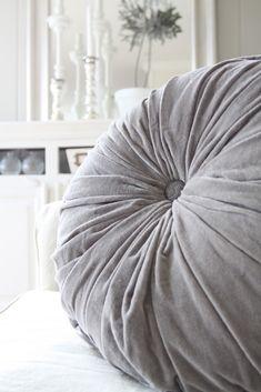 Gray | Grey | Gris | グレー | Grigio | серый | Gurē | Colour | Texture | Pattern | Style | Design | Composition |