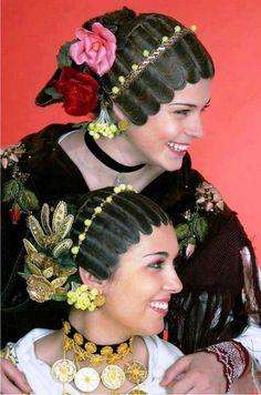 Ethno hairstyles of Croatia Folk Fashion, Ethnic Fashion, Folklore, Traditional Hairstyle, Beautiful People, Beautiful World, Costumes Around The World, Folk Costume, People Around The World