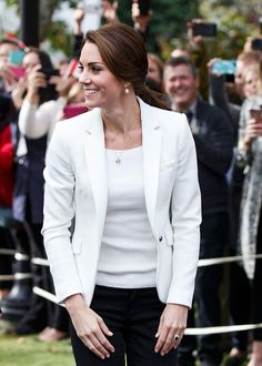 Kate Middleton Photos Photos - Catherine, Duchess of Cambridge arrives at The Cridge Centre for the Family on the final day of their Royal Tour of Canada on October 1, 2016 in Victoria, Canada.  Prince William, Duke of Cambridge, Catherine, Duchess of Cambridge, Prince George and Princess Charlotte are visiting Canada as part of an eight day visit to the country taking in areas such as Bella Bella, Whitehorse and Kelowna. - 2016 Royal Tour To Canada Of The Duke And Duchess Of Cambridge…