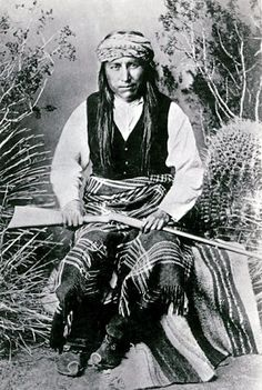 Ka-e-te-nay, Head Chief Warm Springs Apaches, and Head War Chief of the Chiricahuas Apaches, son in law of Victorio and successor to Victorio, by Ben Wittick, ca. 1881-5. Wikipédia  nmstatehood.unm.edu