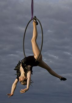 Aerial Hoop Show with an unusual ballet twist from Swan Lake complete with inspired costumes and performances that can be tailored to an event or specific needs Aerial Dance, Aerial Hoop, Aerial Acrobatics, Aerial Arts, Aerial Silks, Pole Dance, Aerial Costume, Yoga Fitness, Dance Choreography
