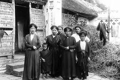 Vietnamese Clothing, Bridesmaid Dresses, Wedding Dresses, Old Photos, Clothes, Women, Fashion, Bridesmade Dresses, Bride Dresses