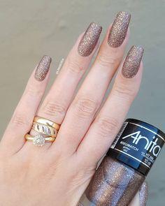 """Esmalte: """"Deu match"""" da nova coleção @anitaesmaltes . . Esse esmalte é lindíssimooooo!!! Passei três camadas só dele e amei!!! Essa coleção está maravilhosa! E ainda veio um lip gloss pra fazer combinadinho que em breve mostrarei! . . . . . . . . . . . . . . .#instaunhas #instanails #unhas #nails #nailart #nailpolish #esmaltes #esmalte #mani #manicure #dicasdeunhasbr #dicasdeunhas #unhasfeminina #unha #nail #viciadaemvidrinhos #unhadasemana #unhasdasemana #esmaltedasemana #unhaslindas…"""