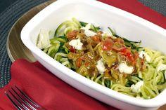 Zucchini-Spaghetti sind nicht nur super, sondern auch bestens für eure Low Carb Diät geeignet. Heute gibt´s die Gemüsenudeln mit einer Ajvar-Sahne Soße.