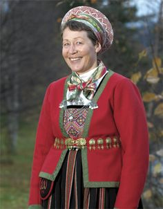 Magasin for Bunad og Folkedrakt Ethnic Outfits, Ethnic Clothes, Norway Viking, Folk Clothing, Fantasy Costumes, Bridal Crown, Folk Costume, Traditional Dresses, Well Dressed