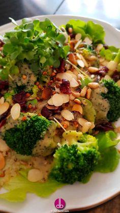 #Brokkoli #Cranberry #Salat mit cremigen #Mohndressing - #vegan Dieser einfache #Brokkoli-Salat wird durch getrocknete #Cranberry, verschiedenste #Nüsse und #Samen zu einem echten #Superfood Salat. Dazu ein cremiges #Dressing aus #Misopaste, #Mohn und ...