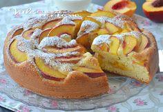 Torta alle pesche con yogurt e marmellata, una torta sofficissima e buonissima, ideale per chi vuole stare attento alla linea, dolce estivo alla frutta