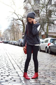 .♦. tha.DARLINH the fashion blog where Berlin's urban vintage style and Vietnamese elegance collide: Look: STUDDED CUT-OUT SWEATER #outfit #fashionblogger