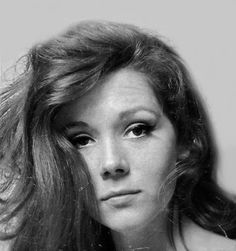 Diana Rigg as Mrs Peel on the cover of the German magazine, Bravo. Emma Peel, Avengers Girl, New Avengers, Diana Riggs, Dame Diana Rigg, Divas, Sci Fi Tv Series, Expressions Photography, Nostalgia