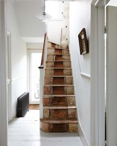 'This is a space to unwind': a home without clutter - couloir 2019 Painted Staircases, Painted Stairs, Wooden Stairs, Spiral Staircases, Victorian Stairs, Victorian Terrace, Victorian Homes, Up House, House Stairs
