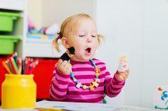 4 sugestões de brinquedos para fazer em casa. Provavelmente a rotina do seu filho é a seguinte: café da manhã, desenho animado, almoço, escola, fazer as tarefas escolares, jantar, banho, conferir a agenda da escola e a mochila, ir dormir. #maternidade #clickbaba #clicksitter #mompreneur #cuidadoinfantil #baba #babysitter #maeexecutiva #mae #vidademae https://wp.me/p7xlmE-5u?utm_content=bufferf3ce9&utm_medium=social&utm_source=pinterest.com&utm_campaign=buffer
