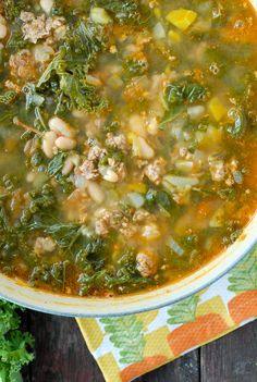 Peppery Sausage White Bean Kale Soup - A healthy twist on zuppa toscana: white beans instead of potatoes. Just made a huge pot for the week with chicken sausage Soup Recipes, Cooking Recipes, Healthy Recipes, Healthy Foods, Yummy Recipes, Mung Bean Soup Recipe, White Bean Kale Soup, White Beans, Soup And Salad