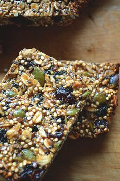 Quinoa granola barsgood core recipe though I will definitely add a few variations of my own when I make these Healthy Bars, Healthy Sweets, Healthy Baking, Healthy Snacks, Yummy Snacks, Whole Food Recipes, Vegan Recipes, Snack Recipes, Cooking Recipes