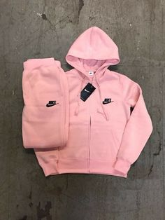 Pepto Nike Tracksuit is part of Sporty outfits - Chill Outfits, Sporty Outfits, Swag Outfits, Nike Outfits, Trendy Outfits, Teen Fashion Outfits, Style Fashion, Teenager Outfits, Mode Style
