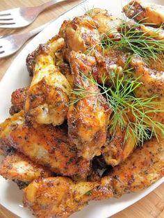 Były tak dobre, że zjedliśmy je we trójkę, prawie bijąc się o kilka ostatnich kawałków. Wymyśliłam sobie, by przed końcem pieczenia polać je... Healthy Dishes, Healthy Eating, Healthy Recipes, I Love Food, Good Food, Yummy Food, Frango Chicken, Chicken Wing Recipes, My Favorite Food