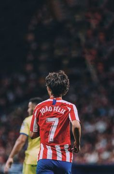 Soccer Stars, Football Soccer, Benfica Wallpaper, Cristiano Ronaldo 7, Football Photos, Football Wallpaper, Gentleman Style, Football Players, Superstar