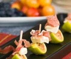 Un antipasto decisamente classico, ben noto agli amanti della buona cucina. Il sapore dolce del prosciutto si sposa con quello dei fichi e viene esaltato dalla nota piccante del formaggio.