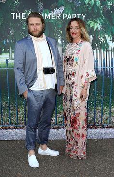 Pin for Later: Auch in London ist es endlich Sommer: Grund genug für die Stars zum Feiern Greg Williams und Alice Temperley