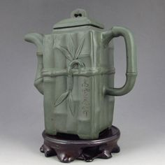 Handmade Chinese Zisha Clay Teapot Artist Signed Dimension: 155*155*67 (mm) 6.10*6.10*2.64 (in) Weight 1.25 lbs/566g