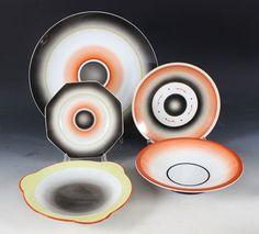 Nora Gulbrandsen Norwegian porcelain designer and ceramic artist Sculptures Céramiques, Ceramic Artists, Airbrush, Oeuvre D'art, Female Art, Art Deco, Clay, Plates, Tableware