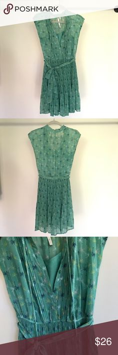 Adorable! LC Lauren Conrad palm tree dress sz 2 This dress is begging to be taken on your next vacation! Soft green color, fun palm tree print, flattering waist tie, beautiful pleated skirt. Perfect for day with sandals or dinner out with casual heels. Great quality and condition for the price. Size 2. LC Lauren Conrad Dresses