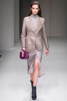 Guarda la sfilata di moda Salvatore Ferragamo a Milano e scopri la collezione di abiti e accessori per la stagione Collezioni Autunno Inverno 2017-18.