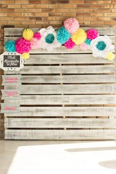 pallet decorado para hacer de photocall en una ceremonia diy